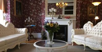 Balmoral House Bed & Breakfast - St. John's - Living room