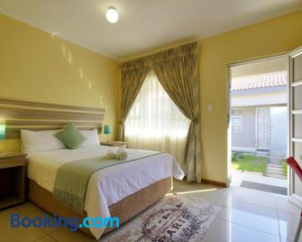 Minilitha Lodge - Richards Bay - Bedroom