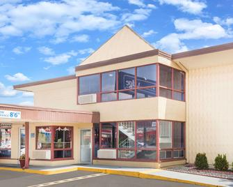 Travelodge by Wyndham Terre Haute - Terre Haute - Building