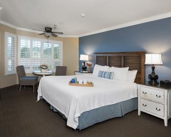 Sand Pebbles Inn - Cambria - Bedroom