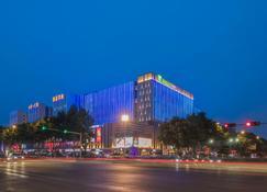 Holiday Inn Express Qingdao Chengyang Central - Кіндао - Building