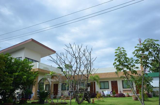 Charming Home Resort - Suan Phueng - Building