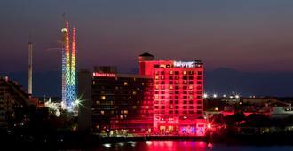Ramada Plaza Resort & Suites By Wyndham Orlando Intl Drive - Орландо - Вид снаружи