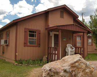 Black Hills Cabins and Motel at Quail's Crossing - Hill City - Gebäude