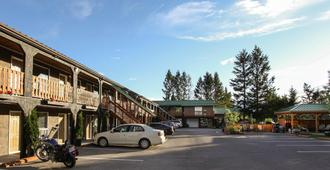 Crystal Springs Motel - Radium Hot Springs