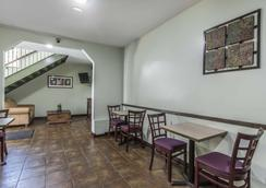 Econo Lodge - Huntsville - Restaurant