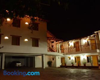 Hotel Cacique Real - Zipaquirá - Edificio