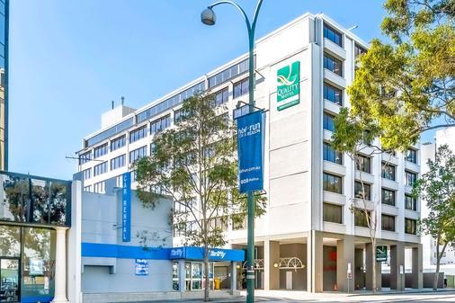 Quality Hotel Ambassador Perth - Perth - Building