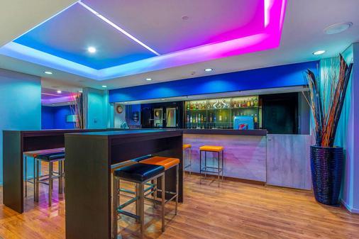Quality Hotel Ambassador Perth - Perth - Bar