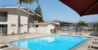 Motel 6 San Luis Obispo North - San Luis Obispo - Πισίνα