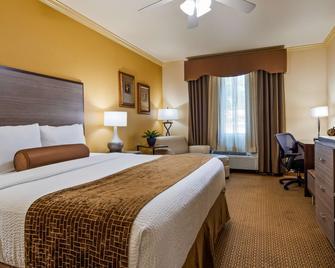 Best Western Plus Crown Colony Inn & Suites - Lufkin - Спальня