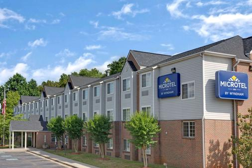 Microtel Inn & Suites by Wyndham Charlotte/University Place - Charlotte - Building