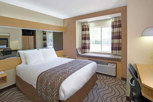 Microtel Inn & Suites by Wyndham Charlotte/University Place - Charlotte - Bedroom