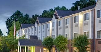 Microtel Inn by Wyndham Charlotte/University Place - Charlotte - Building