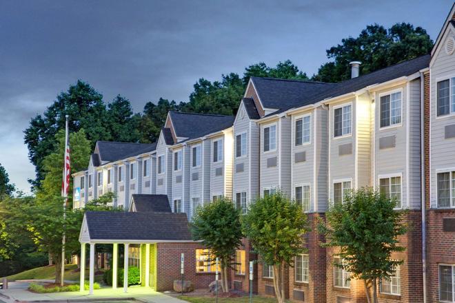 Microtel Inn & Suites by Wyndham Charlotte/University Place - Charlotte - Toà nhà