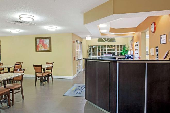 Microtel Inn & Suites by Wyndham Charlotte/University Place - Charlotte - Restaurant