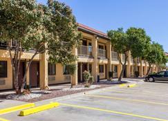 Rodeway Inn near Ft Huachuca - Sierra Vista - Edificio