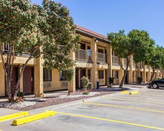Rodeway Inn near Ft Huachuca - Sierra Vista - Building