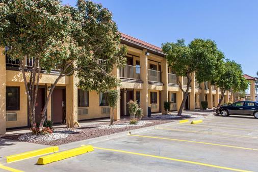 Rodeway Inn near Ft Huachuca - Sierra Vista - Rakennus