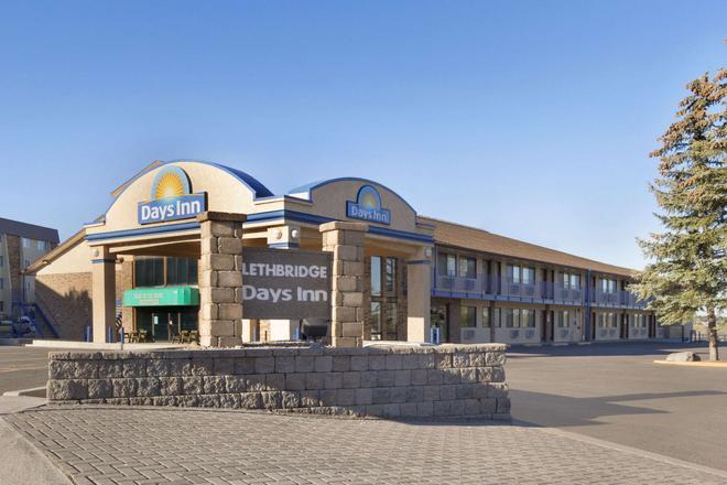 Days Inn by Wyndham Lethbridge - Lethbridge - Building
