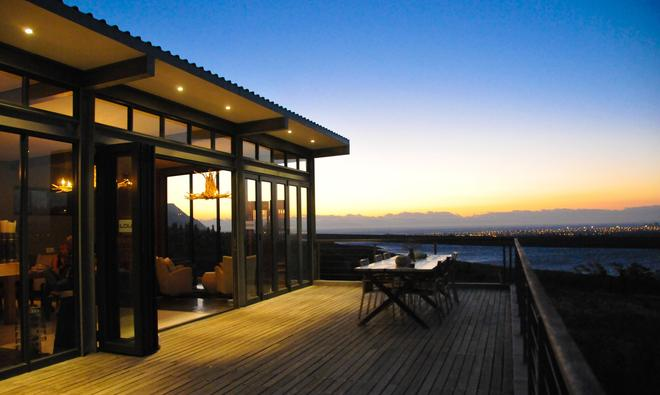 Colourful Manor Luxury Lodge - Gordon's Bay - Parveke