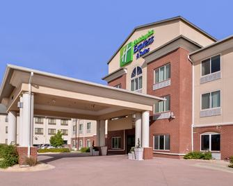 Holiday Inn Express & Suites Emporia Northwest - Emporia - Building