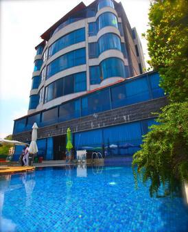 Bay Lodge Boutique Hotel - Jounieh - Building