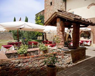 Borgo Sant'ippolito Country Hotel - Lastra a Signa - Патіо