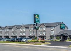 Quality Inn & Suites Amsterdam - Fredericton - Building
