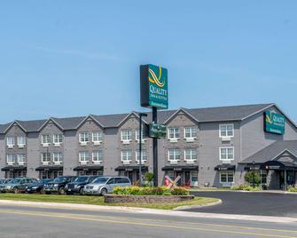 Quality Inn & Suites Amsterdam - Fredericton - Gebouw