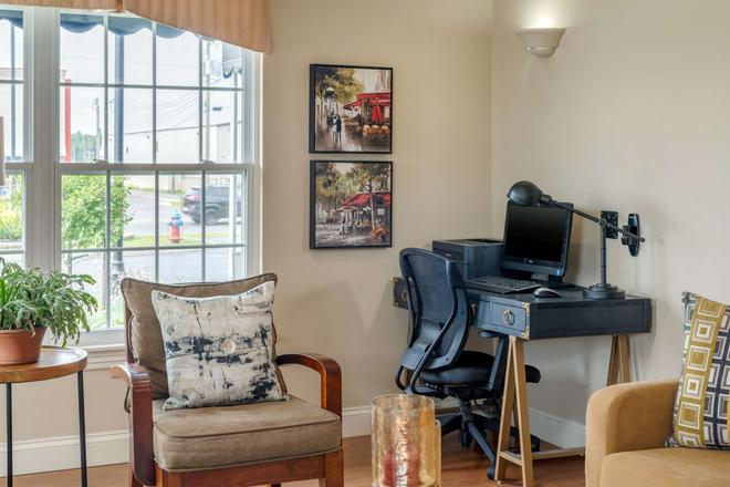 Quality Inn & Suites Amsterdam - Fredericton - Business center