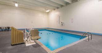 Motel 6 Fargo, Nd - West Acres - North Fargo - Fargo - Pool
