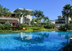 Aston Bogor Hotel and Resort - Bogor - Πισίνα