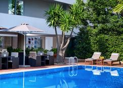 Blazer Suites Hotel - Voúla - Pool