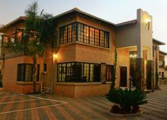Eco Park Lodge - Centurion - Building
