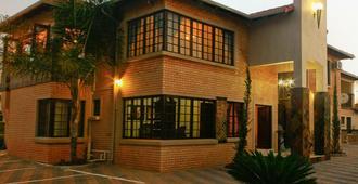 Eco Park Lodge - Centurion - Edificio