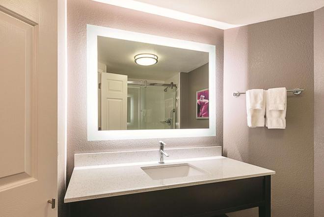 La Quinta Inn & Suites by Wyndham Atlanta Alpharetta - Alpharetta - Μπάνιο