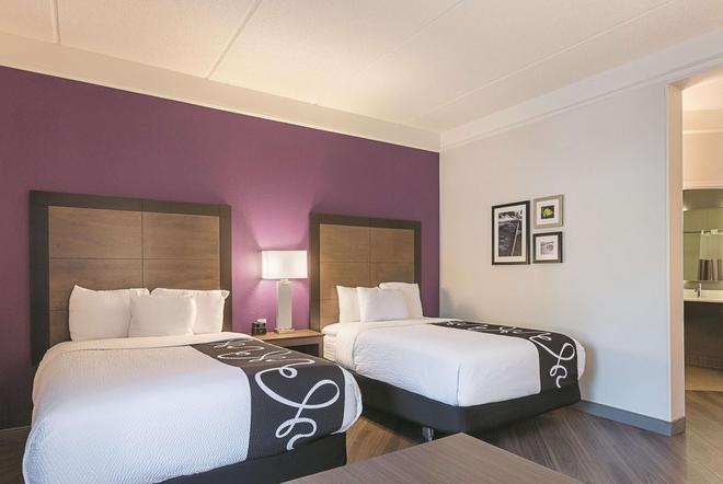 La Quinta Inn & Suites by Wyndham Atlanta Alpharetta - Alpharetta - Κρεβατοκάμαρα
