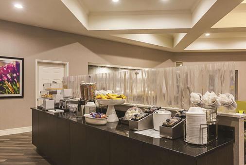 La Quinta Inn & Suites by Wyndham Atlanta Alpharetta - Alpharetta - Bufê