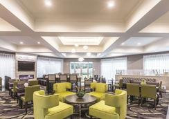 La Quinta Inn & Suites by Wyndham Atlanta Alpharetta - Alpharetta - Restaurante