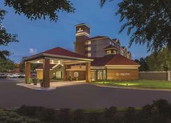 亞特蘭大阿爾發瑞塔拉昆塔套房酒店 - 阿法樂塔 - 阿爾法利塔 - 建築