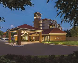 La Quinta Inn & Suites by Wyndham Atlanta Alpharetta - Alpharetta - Building