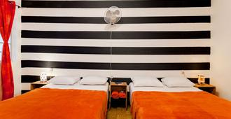 Tequila Sunrise Bed And Breakfast - Guatemala City - Bedroom