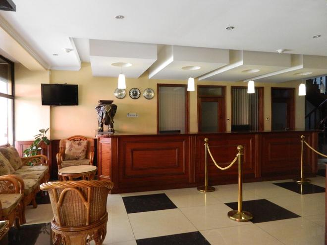Sunrise Hotel - Nairobi - Front desk