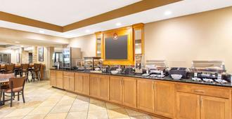 AmericInn by Wyndham Madison West - Madison - Buffet