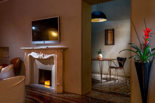SuiteSistina for Lovers - Rome - Living room