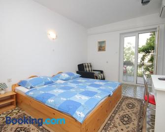 Apartments and rooms with parking space Selce, Crikvenica - 2379 - Selce - Bedroom