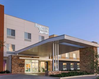 Fairfield Inn & Suites Pleasanton - Pleasanton - Gebouw