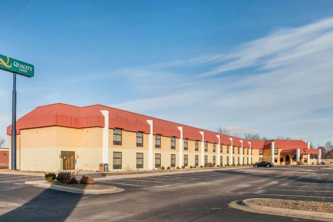 Quality Inn Seymour I-65 - Seymour - Building