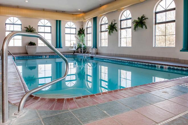 Quality Inn Seymour I-65 - Seymour - Pool